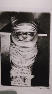 photo d'enfant emmailloté du carnet photographique de nicolas quinette