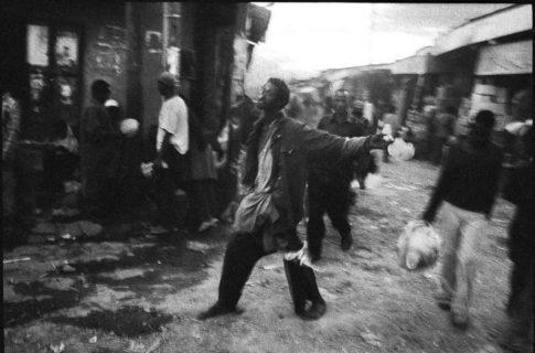 Homme ivre dans le Mercato d'Addis Abeba.