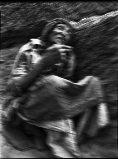 Femme en prière à Lalibela.