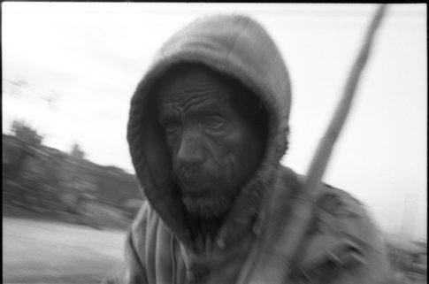 Homme dans une rue d'Addis Abeba.