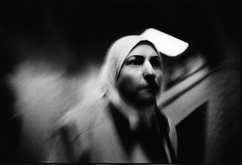 Femme dans le métro.